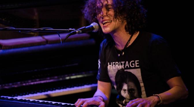 Mo Anton Live on Stage