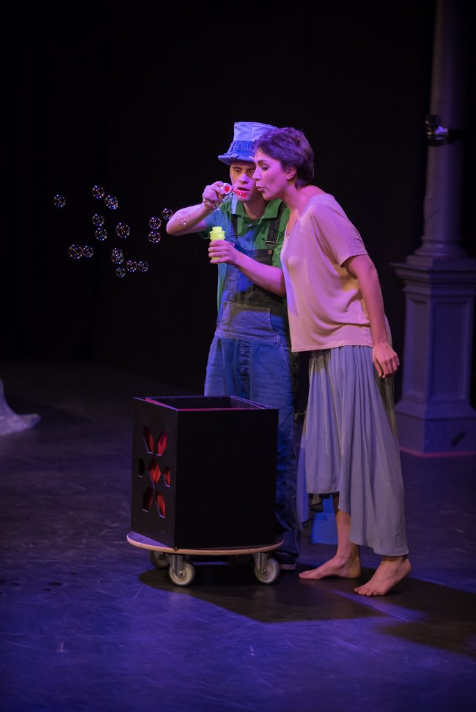 """Theaterfotos beim """"Der Riese und der Hut"""""""